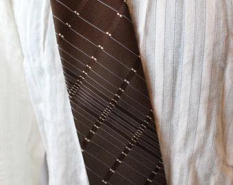 Vintage brown tie