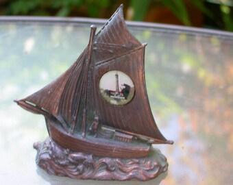 French vintage home decor metal sculpture ship sail boat la phare des baleines sailing souvenir France sea