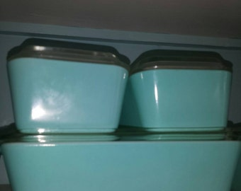 Pyrex Turquoise Refrigerator Set with Lids***Free Shipping