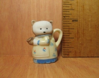 Tiny MAMA CAT TEAPOT Coffeepot Pitcher Animal Teapots Kitty Kitten Mother - French Feve Feves Porcelain Figurine Miniature Gg1
