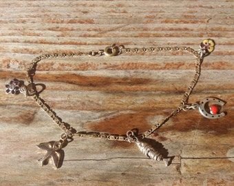 Delicate vintage charm bracelet with 5 small charms