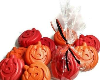 Halloween crayon favors - set of 10 - jack o Lantern crayons, pumpkin crayon party favors, Halloween party hand outs, sugar free treats