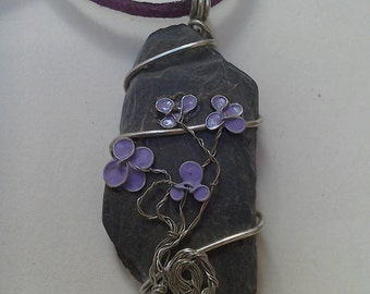 Beautiful slate pendant wire wrapped with dip film flowers