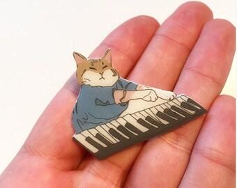 Keyboard cat brooch