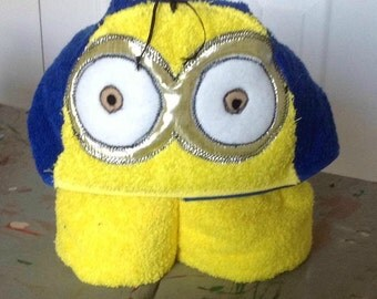 Minion hooded towel