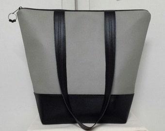"""XL Insulated Lunch Bag,Vinyl Top & Base, Nylon Liner, Inner Zipper Pocket,Work Lunch Bag,Large Capacity,Bottom Insert,Vinyl Straps 14"""" Drop."""