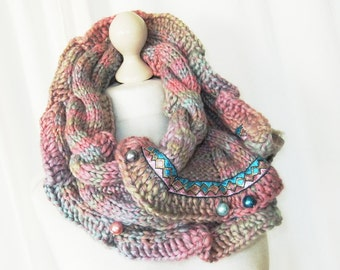 Loop knit cable pattern in pastel pearls