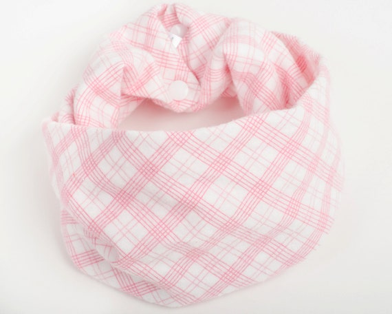 Pink flannel baby scarf, Baby infinity scarf with snaps, Baby girl gift, Pink and white bib, Pink plaid scarf for baby, Fall Toddler scarf