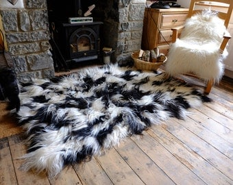 White&Black Icelandic Sheepskin Rug (Long-Hair) 120x180 cm