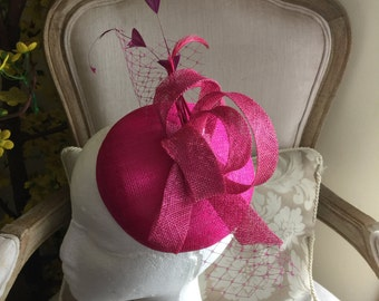 Gorgeous pink round fascinator with magenta loops, feathers and netting. Stunning!