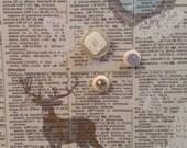 Élégant tableau d'affichage babillard aimanté recouvert tissu à chevreuils dictionnaire blanc gris organisation bureau mompreneurs afficher