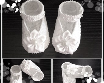 Baptism shoes.Crochet Baby Ballet Slippers.White satin Crib Shoes.Hand crocheted Mary Jane booties with Satin Flowers. Baby Ballet Flats.
