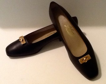 Vintage Door Knocker Black Leather Flats / NOS / By Lily /  SZ 8 / Preppy / High Fashion / Retro / Boho / Slip On / Flats / Traditional