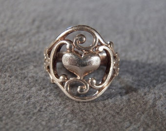 Vintage Sterling Silver Ring with Scroll Work Surrounding a Solid Heart in the Center, size 5 1/4 **RL