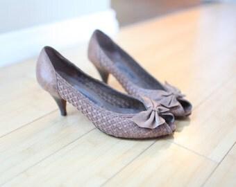 vintage tan woven  leather peep toe pumps wood heels 7 1/2 *
