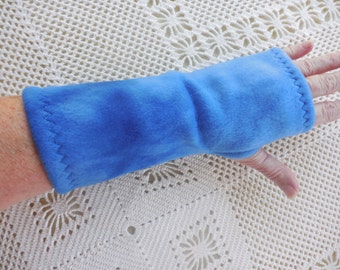 Fleece Fingerless Gloves, ONE PAIR, Tie Dye Blue Fleece Gauntlets, open thumb, 9 inches long, warm texting gloves and arm warmers