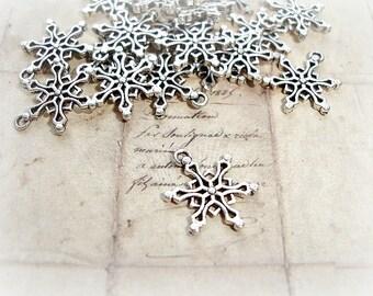 6 x Antique Silver Snowflake Charms