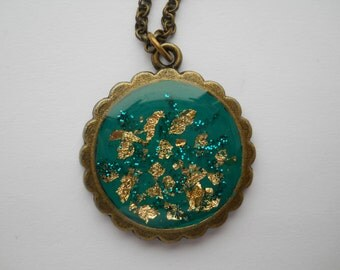 Gold flakes small antique pendant, gold flakes resin necklace, green pendant, glitter pendant, gold flakes pendant, resin gold flakes