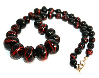 Retro Black and Red Beaded Necklace