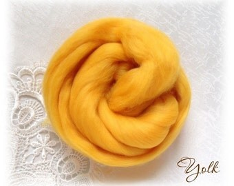 Extrafine Merino WOOL Dyed TOPS  19 Microns color Yolk per 25 gr felting spinning teddy bear making supplies