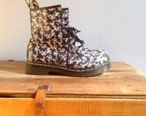 Vintage DOC Martens Floral Print Leather Combat Boots ~ 8 Hole Lace Up Booties ~ Flower Power  ~ Rare ~ Air Wear Rubber Soles