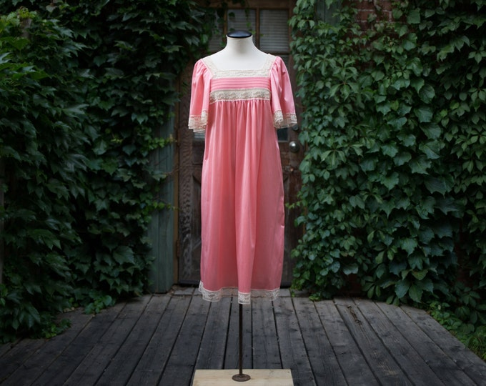 Vintage Pink Nightgown with White Lace / Gossard Lingerie Short Shift Nightie