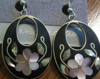 Tesoros hand crafted silver plated earrings with floral mother of pearl