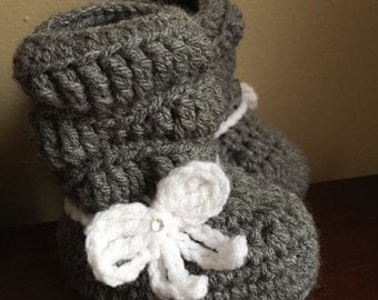 Crochet baby boots -Handmade-Slouch Boots with bow -Babyshower Gift-photo prop-Baby boots-baby girl boots