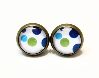 Stud earring polka dots in green and blue