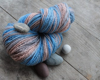 Cloudy or overcast - handspun and handdyed BFL yarn