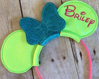 Minnie Ears with Bow in Glitter Vinyl personalized. Mouse Ears Inspired by Minnie Mouse and Disney