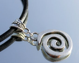 leather necklace wiht pendant