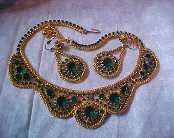 Incredibly Beautiful and Unique Vintage Emerald Green and gold tone Necklace and Earrings.