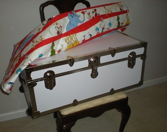 Child, Baby Storage Trunk ,Dr. Seuss will hold it