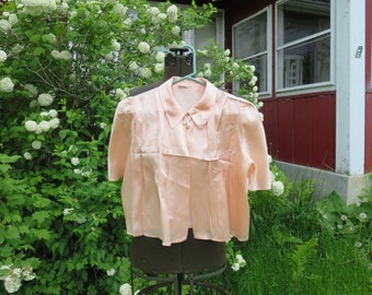 """Vintage 1940s 1942 peach satin bed jacket pink blue embroidered applique flowers Eastern Isle 40"""" bust"""