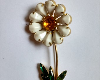 Vintage Milk Glass Daisy