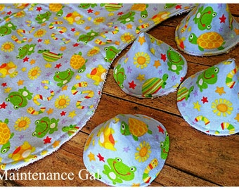 Babyshower gift idea, Snakes and frogs contoured burp cloth, Nursery design idea, Wee wee wig wams, Sprinkle tents, Set of burp clothes