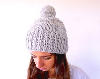 Hand knitted grey pom pom hat. Pom pom beanie. Wool hats for women. Gift idea for her// Women accessories