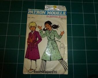 sewing pattern for CHILD. VINTAGE 1970 kamerjurk