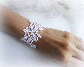 White lace bracelet, floral lace bracelet, lace cuff bracelet, embroidered lace bracelet, bridesmaid bracelet, lace flower bracelet
