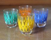 Retro shot glasses with diamond and star pattern Aperitif glasses Atomic style Eames Era