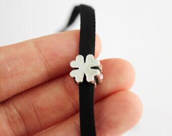 Four leaf clover choker necklace, clover velvet necklace, black velvet choker necklace, irish clover necklace, irish gift, gift for her