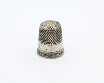 Antique Sterling Silver Stern Brothers Size 10 Thimble. [5653]
