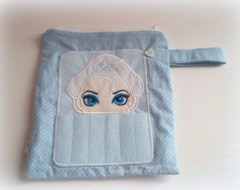 Case with external holder with Elsa embroidered
