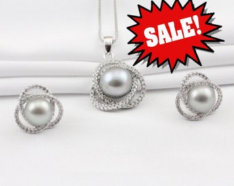 Grey pearl necklace,gray pearl pendant necklace, large pearl flower pendant,wedding pearl necklace,bridal pearl pendant,bridesmaid necklace
