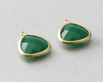Palace Green Triangle Jade Gemstone Pendant . Matte Gold Plated . Brass Framed . 10 Pieces / G1008G-PG010