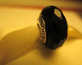 Beautiful Authentic 925 Sterling Silver Fascinating Black Pandora Bead Charm 791069