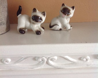 Pair of Playful Siamese Kittens, Ceramic, 1950s, Cute as a Button