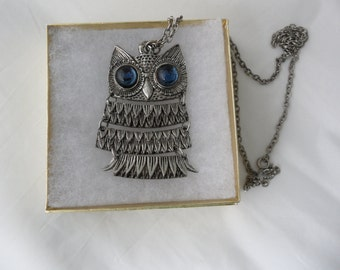 70s Necklace Owl Pendant Necklace 24 Inch Necklace Articulated Hoot Owl Necklace Jewelry 1970s Jewelry Bird Necklace Silver Bird Pendant