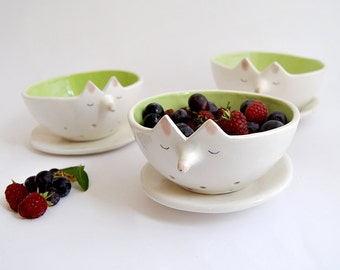 Ceramic Fox Berry Bowl with White Dish. Fruit Bowl. Basket Bowl. Decorated in Green. Made To Order
